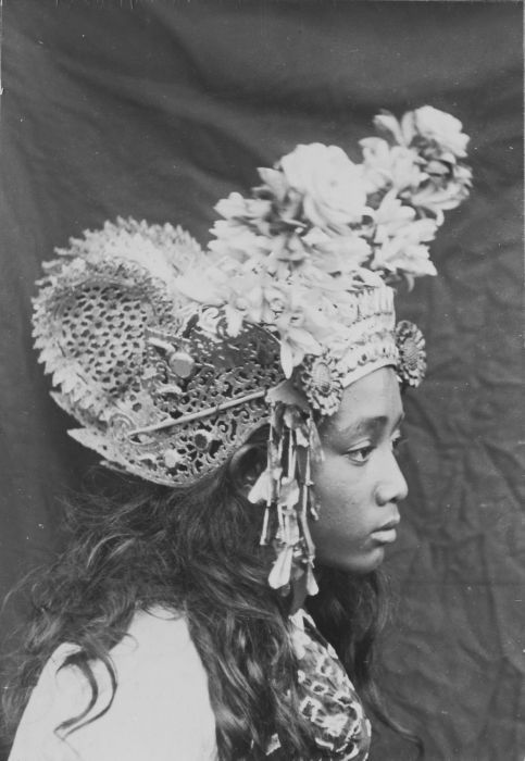 Portrait of a Legong dancer in Bali. 1910-1920. Unknown photographer. Extraordinary photograph