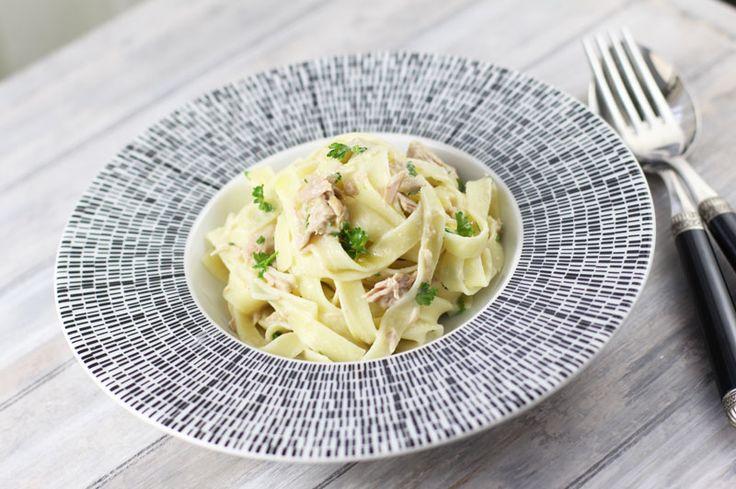 Tagliatelle cu ton si smantana, o reteta usoara de paste cu ton si smanatana, paste cu sos alb, paste cu ton. Masa in familie!