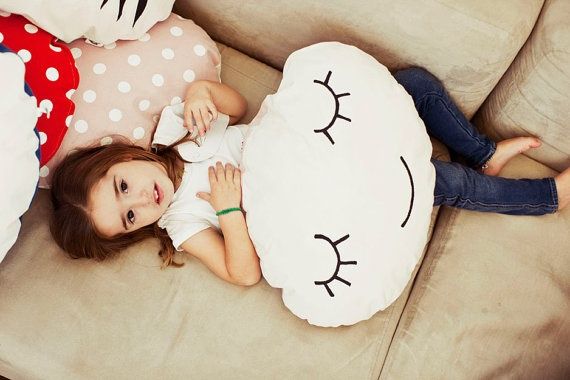 A smiling cushion to have sweet dreams por anadelgar en Etsy, €25.00