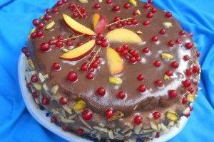 Tort cu nectarine si coacaze rosii - Culinar.ro