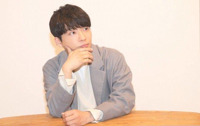 ドラマ『逃げるは恥だが役に立つ』(TBS系)の主題歌「恋」や、『過保護のカホコ』(日本テレビ系)の「Family Song」が大ヒットを記録。『NHK紅白歌合戦』に3年連続で出場する一方、役者、文筆家として着実に実績を残すなど、いまや国民的エンタテイナーの座を獲得した星野源。そんな星野の最新作は、『映画ドラえもん のび太の宝島』(3/3公開)主題歌である「ドラえもん」だ。キャラクターを織り込んだ楽曲の意図、そして昨今の幅広い活躍を支える姿勢についても聞いた。