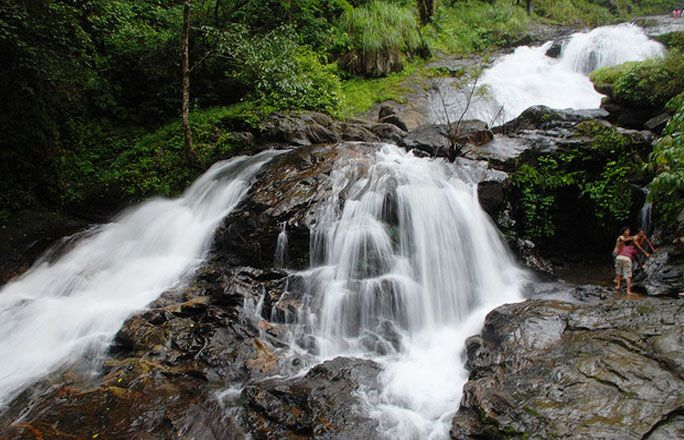 Adventurous Weekend Getaways with Beautiful Waterfalls near Bangalore >>> #Bangalore is known for its pleasant climate throughout the year. Its elevation is the highest among the major large cities of India. There are many #waterfalls near Bangalore namely Chelavara Falls, Bharachukki Falls, Jog Falls and Vibhuti Falls, along with these falls there are excellent #trekking sites like Tadiandamol.