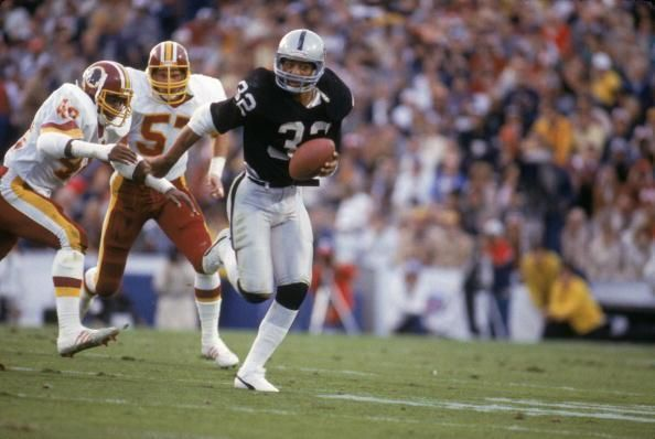 31 years ago, Marcus Allen went for 191 yards and 2 TD as the @Raiders beat the Redskins 38-9 in Super Bowl XVIII.