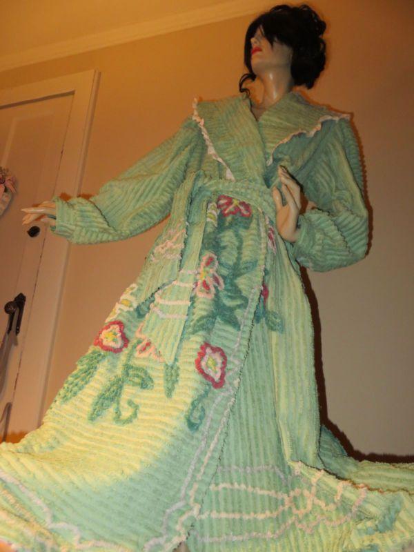 Vtg HEIRLOOM VICTORIAN Glamour GODDESS Handmade Chenille Bedspread Robe Bathrobe