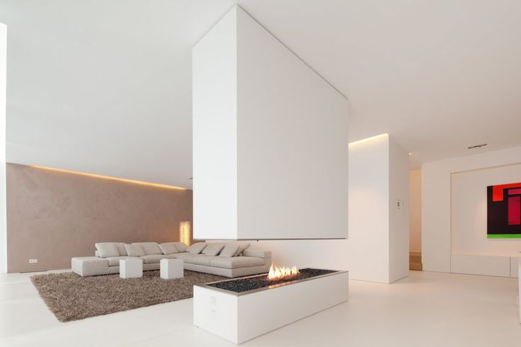 All-white interior. The Hi-Macs House / by Karl Dreer and Bembé Dellinger Architects.