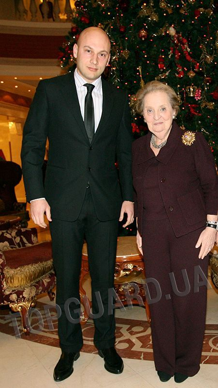 Обеспечение личной безопасности и сопровождение Госсекретаря США Мадлен Олбрайт…