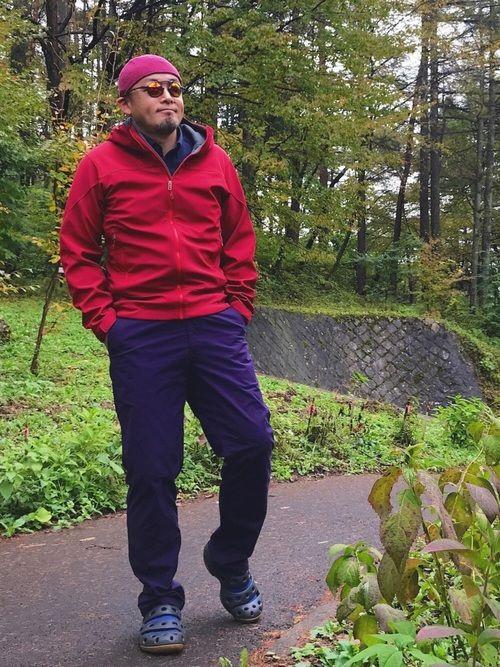 秋なんで赤パーカー(意味不明)   マル好きなんで今回もオークリーの変わりダネなサングラスをひとつ。