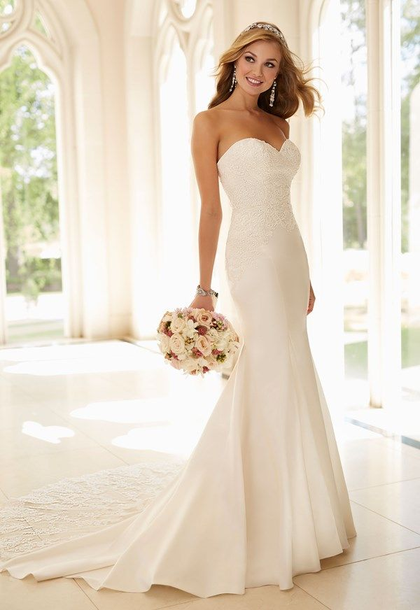 This pretty strapless Stella York gown would be perfect for a hot climate wedding abroad!