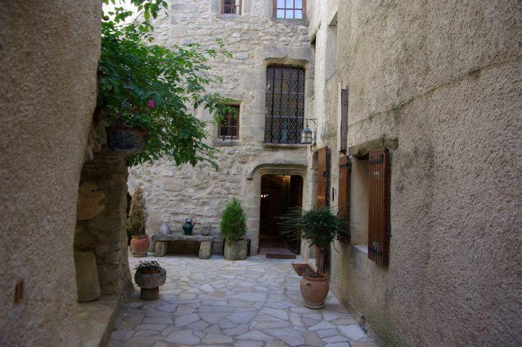 Sublime maison de village située à Viens dans le Luberon #VillageHouseForSale #Viens #Luberon #Provence #MaisonVillage