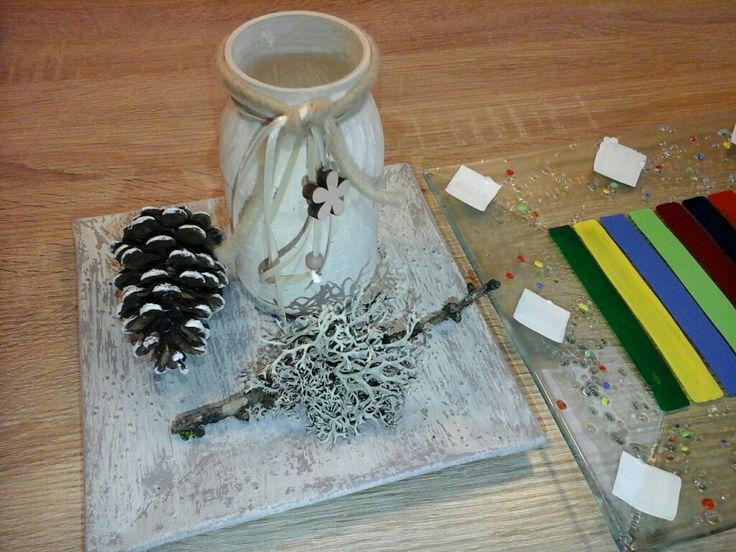 Glasteller (rechts ursprüngliches Dekor) und Nudelsaucenglas mit Kreidefarben im Shabby chic Stil bearbeitet