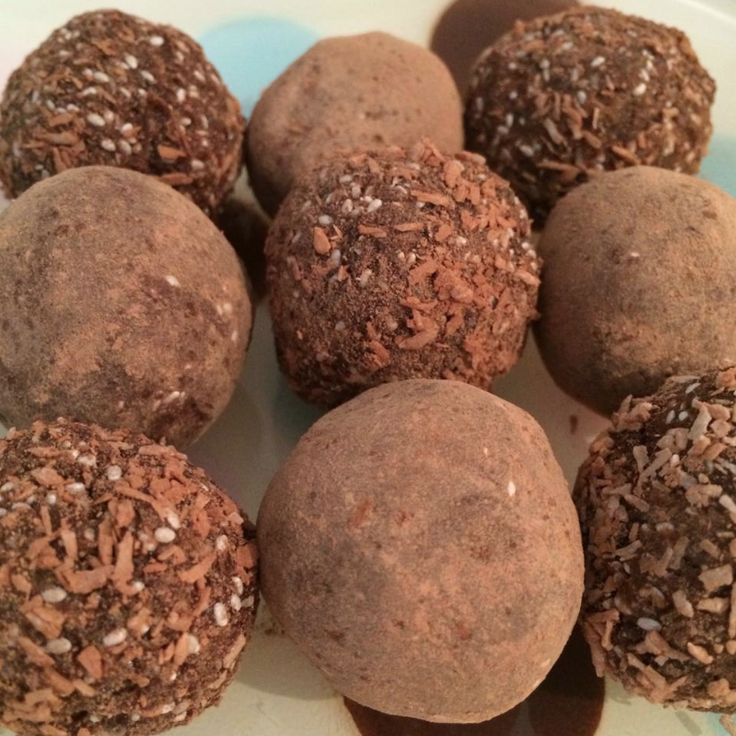 How to make ♥ HEAVENLY ♥ Bliss Balls ♥♥♥ It's the new sweet treat, well it's been doing the rounds the last few years in the yoga, wellness and hippie communities. It's a healthie…