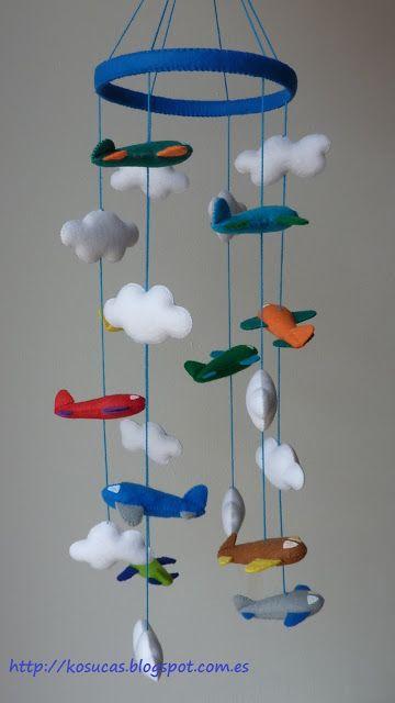 Felt mobile with clouds and planes.  Móvil de fieltro con nubes y aviones.