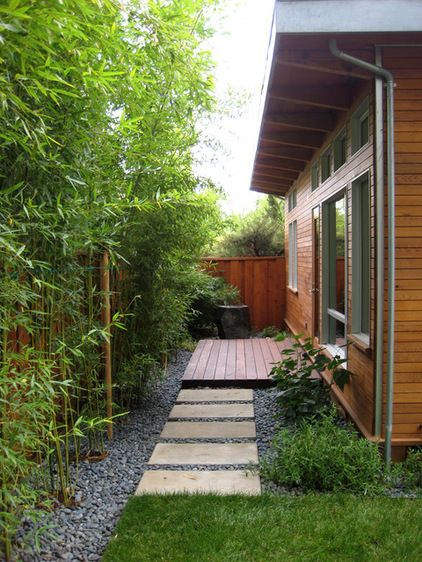 modern landscape by Rich Mathers Construction, Inc.