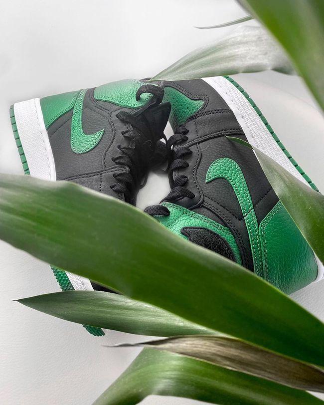 Air Jordan 1 Retro High Og Pine Green Black En 2020 Fond D Ecran Iphone Nike Lacets Noirs Cuir Vert