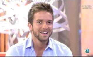 El cantante inicia su gira 2013 'Tanto' en 'QTTF http://www.telecinco.es/quetiempotanfeliz/Pablo-Alboran-Quiero-distinta-disfrute_2_1602855058.html