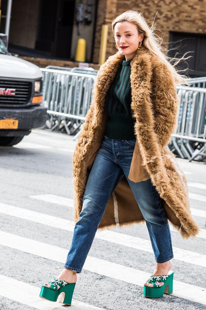 Street style à la Fashion Week automne-hiver 2017-2018 de New York manteau camel