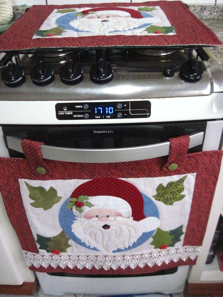 Natal!!!Época de reunir a família e enfeitar a casa!!  Que tal decorar a sua cozinha com um simpático papai noel?  Produzido com tecido 100% algodão, estruturado com manta acrílica e decorado com renda guipir.  Contém:  1 cobre forno  1 toalha tampa fogão
