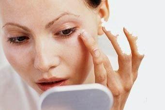 Masalah kantung mata kerap kali menjadi persoalan yang tidak pernah habis dibincangkan. Seringkali wanita mengeluhkan adanya kantung mata yang menyebabkan penampilan mereka tidak sempurna.