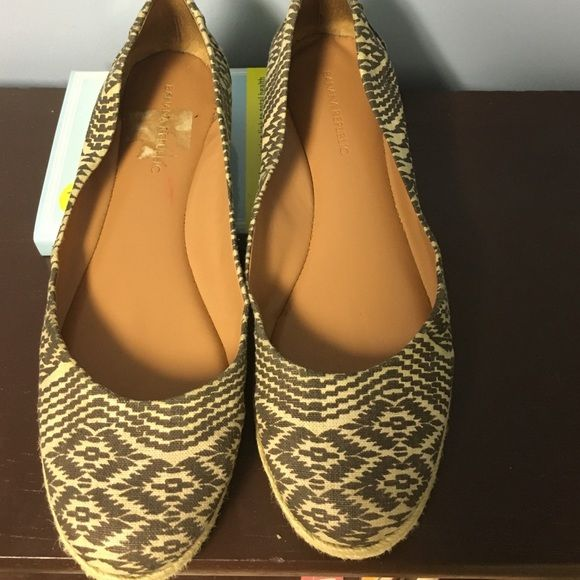 """WEEKEND SALE"" Banana Republic Fun flats Comfy Flats Banana Republic Shoes Flats & Loafers"