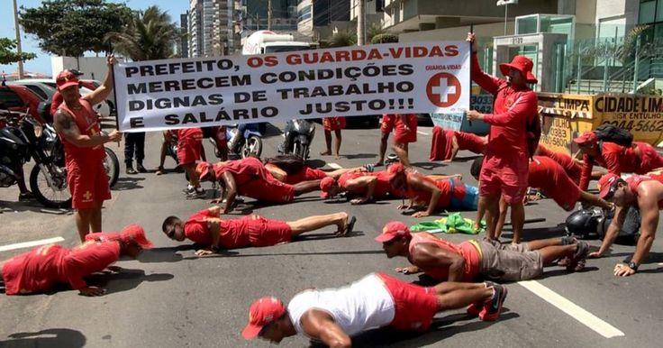 Guarda-vidas protestam e param serviço em praias de Vila Velha, ES