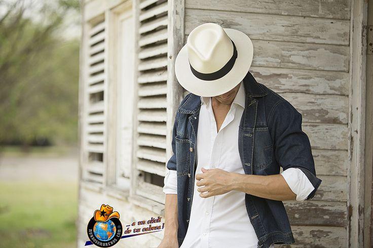 Sombrero Tejido 100% a mano. Elaborado en Paja Toquilla Color Blanco. Ref. Austral. Sombreros conocidos mundialmente como Panama Hat.