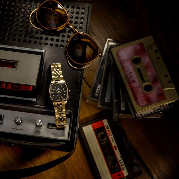 Miss '80 è pura energia! Un orologio figlio del Girl Power anni '80, come dice il nome stesso. Osa, divertiti, vivi appieno la tua vita con al polso un orologio che sarà sempre attuale, ricco di stile, di charme, che saprà abbinarsi a tutto ciò che vorrai indossare grazie alle sue varietà di colore.