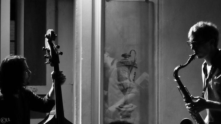 Hobby Horse @ Zingarò Jazz Club Mercoledì 12 novembre Dan Kinzelman. sassofono, clarinetti, flauti, tastiere, percussioni, voce Joe Rehmer. contrabbasso, tastiere, voce Stefano Tamborrino. batteria, percussioni, voce