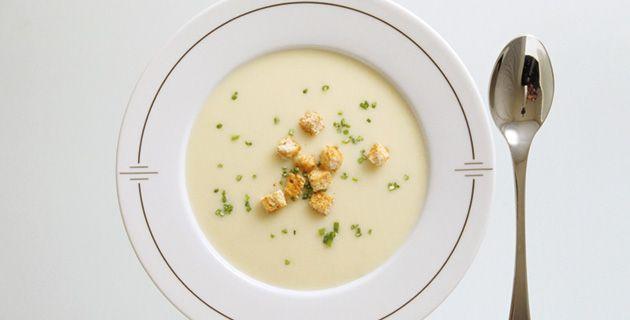 Vichyssoise - die kalte Kartoffel-Lauch Suppe - Rezept inkl. Bildern und Anleitung auf Feinschmecker.com