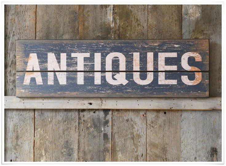 Coup de coeur pour ce panneau 'Antiques', inspiré des anciennes enseignes américaines. Pratique, vous pouvez le poser ou bien le suspendre grâce à ses deux encoches dissimulées au dos. En bois imitation vieilli, il est idéal pour apporter une touche factory à votre déco et vous faire voyager dans le temps !