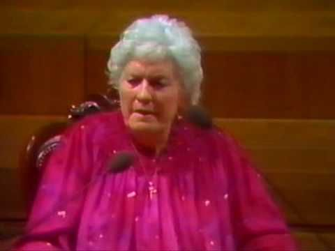 Doris Stokes - The Barbican 1986 (5/10)