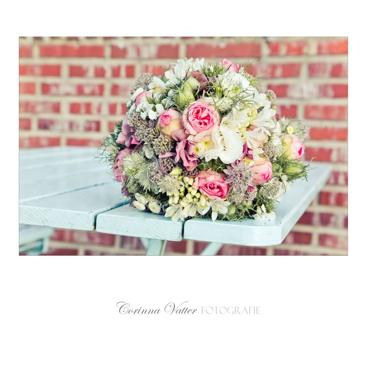 Brautstrauss Sommer Wiesenblumen und Rosen | Summer wedding bouquet