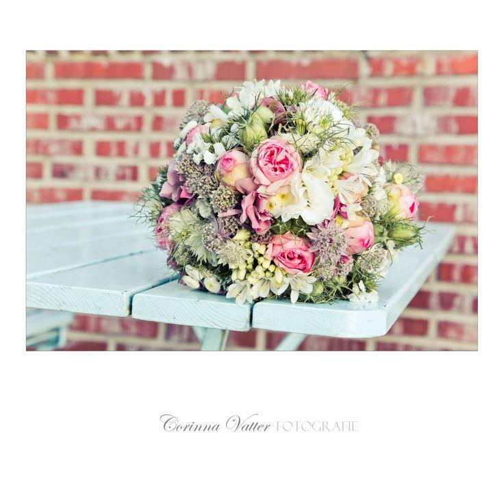 Brautstrauss Sommer Wiesenblumen und Rosen | Summer wedding bouquet