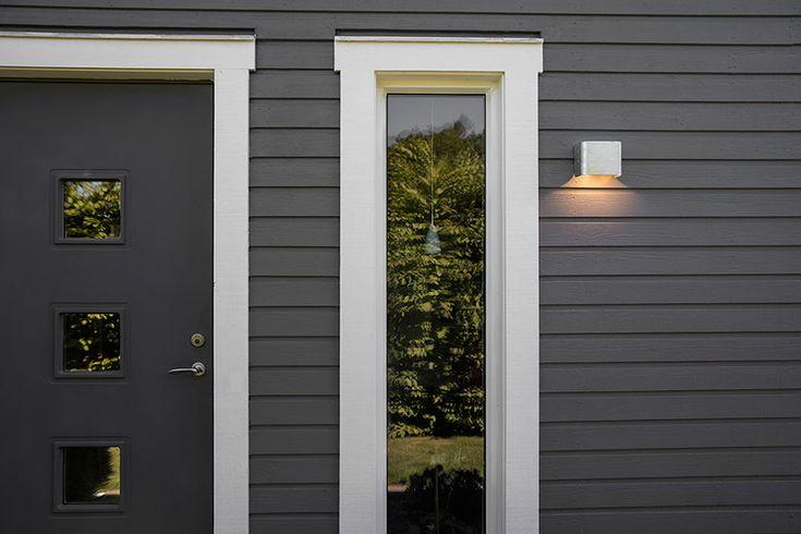 Belids sortiment for utendørs belysning er utviklet for å tåle de påkjenninger og det været som vi har her i Norden. De er også garantert å tåle saltvann. I tillegg til holdbarhet har Belid fokusert på innovativ og klassisk belysning til ulike formål og i ulike stiler.