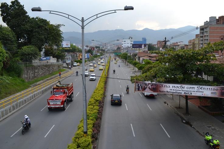Día sin carro en Medellín. Lugar:  Av 33, hacia la 80. Fecha: 23 de abril de 2012 - 4:49pm