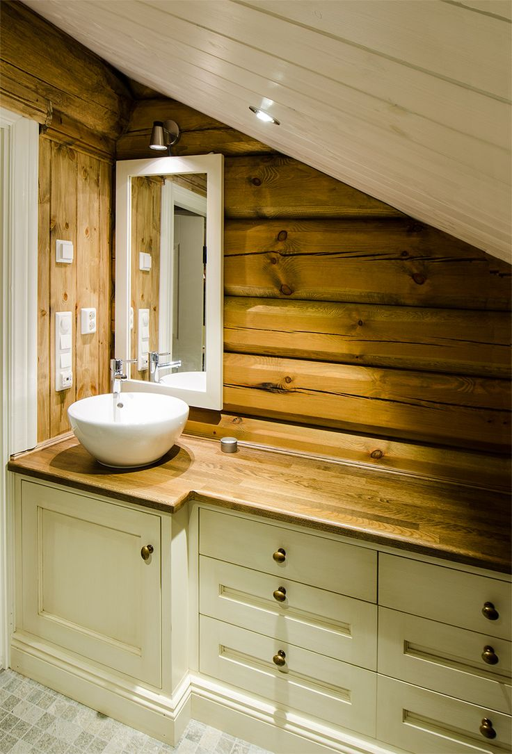 Light bathroom furniture in log cabin, tailored to the room. Handcrafted and hand painted by Os Trekultur