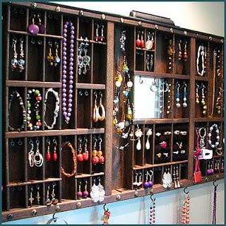 #jewellery #display painters box, cool vintage idea.... if anyone has that sort of space...or jewellery!! :-(