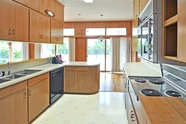 Mid Century Vinyl Floor Tiles Google Search Modern Kitchen Flooring Modern Flooring Mid Century Modern Bathroom