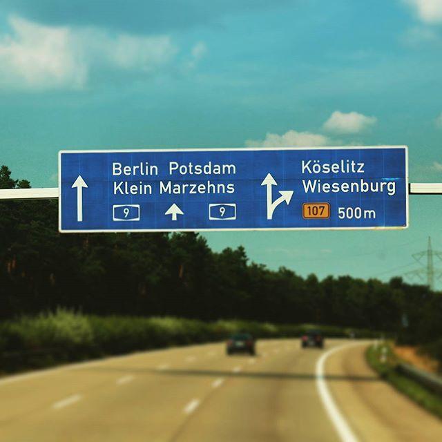 On our way to #Berlin :) mit @travellertatzi und @theladywayoflife #street #roadtrip #journey #germany #berlin #flixbus #meinfernbus #a9 #travel #autobahn #adventure #fernweh #europe #traveltheworld
