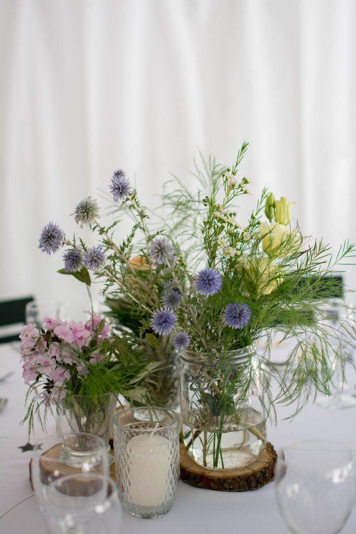 Mariage familial et bohème au Mas des Violettes dans le Sud de la France à Valfaunès.  Photo par Aurélie Demarez