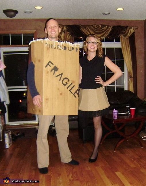 Hilarious! Costumes ofr couples: A Christmas Story Leg Lamp & Box Costumes. (Can't walk around on one leg all night, but you get the idea for photos!)