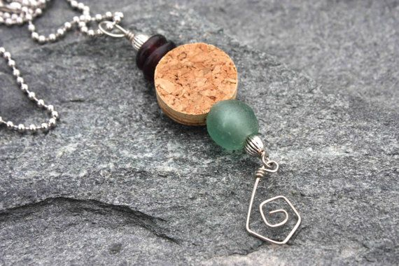 DIY: 37 CREATIVE IDEAS HOW TO USE WINE CORK Using a slice of wine cork as a bead.  Interesting