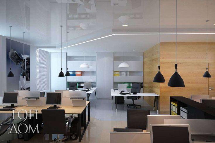 Светлый дизайн рабочего места в офисе компании