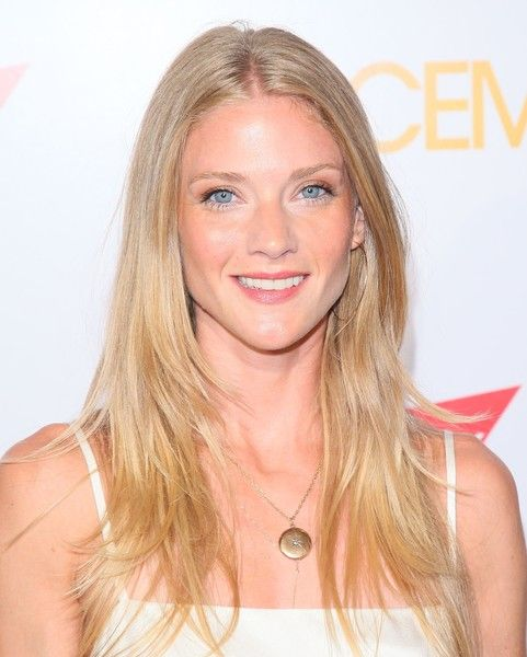 Winter Ave Zoli Layered Cut - Winter Ave Zoli looked chic with her long layered cut at the premiere of 'Spaceman.'
