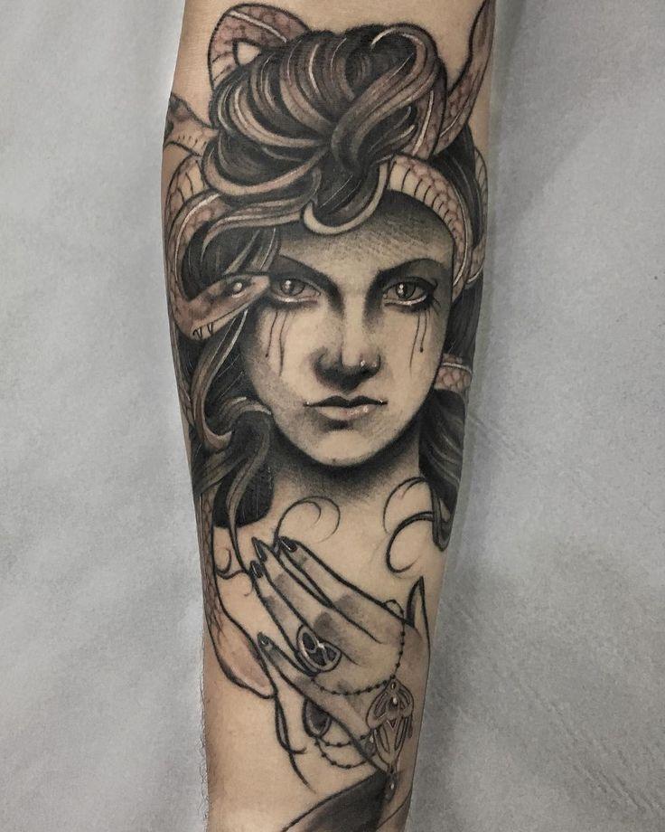 Tatuagem feita por Lucas Porto.  Medusa no estilo neo tradicional.  #tattoo #tattoo2me #tatuagem #neotradicional #art #arte