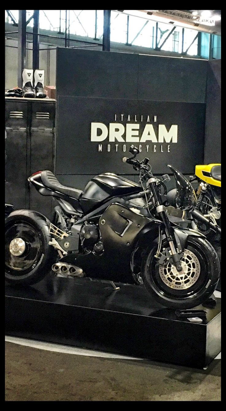 Tripla 0.0 in Eicma 2016 #motorcycle #special #caferacer #triumph #deisgn
