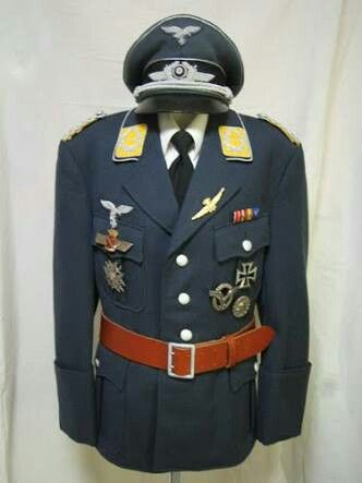 ドイツ空軍の軍服 ドイツの軍服全体的に好みすぎて辛い…