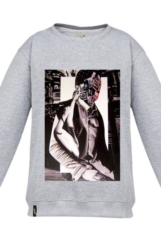 FANTOMAS MR MASK Sweatshirt made of a high quality fabric in gray. Composition 95% cotton 5% polyester. Beautifully finished in a fashionable cut, specially designed with comfort in mind. Durable print, made digitally. Graphic created specifically for Meet The Llama by an extremely talented, Polish collage artist, Moni Wilk. The series of prints from Moni is characterized by a climate of dreams and her unique handmade collages. #meetthellama #men #mrmask #graphic #pyjama #fantomas