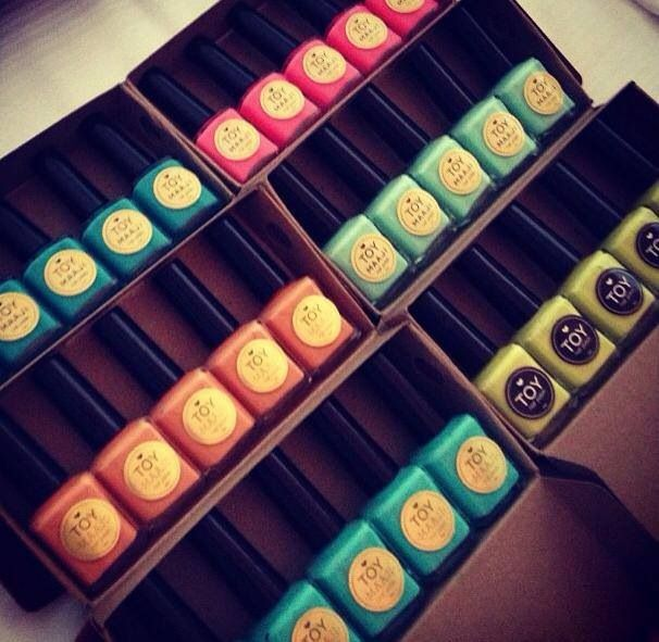 Arma tu combo Toy con tus 5 esmaltes favoritos @Holly McMillen nail polish