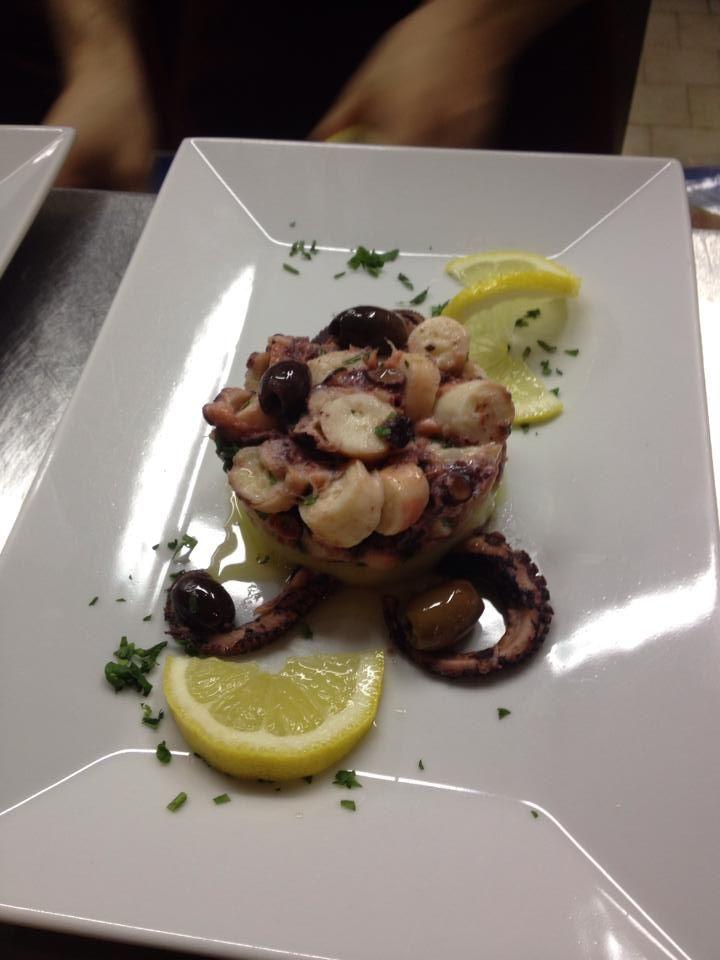 Insalata di polipo con olive leccino e purea di patate