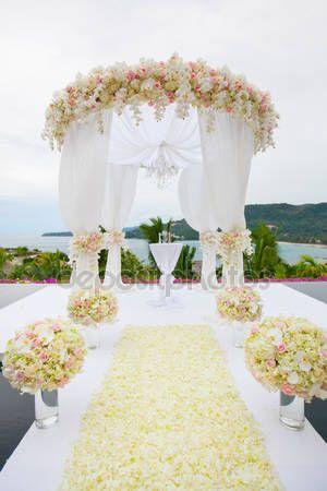 Letöltés - Virág elrendezése: egy esküvő — Stock Kép #61549773